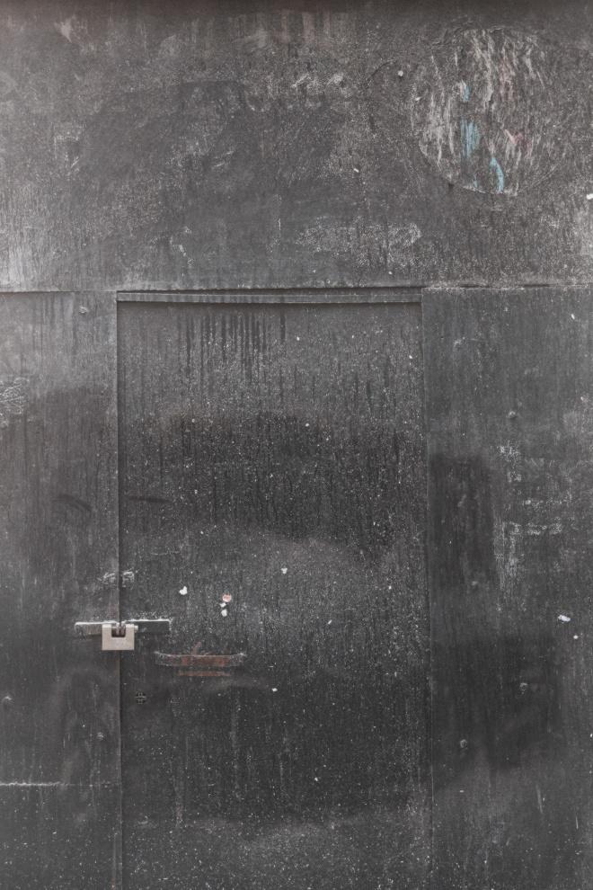 Strage di Acca Larenzia, via Acca Larenzia, Roma (28 febbraio 1978) furono uccisi tre giovani attivisti del Fronte della Gioventu': Franco Bigonzetti (20) e Francesco Ciavatta (18) in un agguato davanti alla sede del Movimento Sociale Italiano del quartiere Tuscolano rivendicato a nome dei Nuclei Armati per il Contropotere Territoriale Stefano Recchioni (19) venne invece ucciso da un carabiniere qualche ora dopo, mentre era in corso una spontanea manifestazione di prote- sta organizzata davanti alla stessa sede dai militanti missini, a seguito degli scontri scoppiati con le forze dell'ordine, forse per il gesto di un giornalista che distrattamente avrebbe gettato un mozzicone di sigaretta nel sangue rappreso sul terreno di una delle vittime della sparatoria.