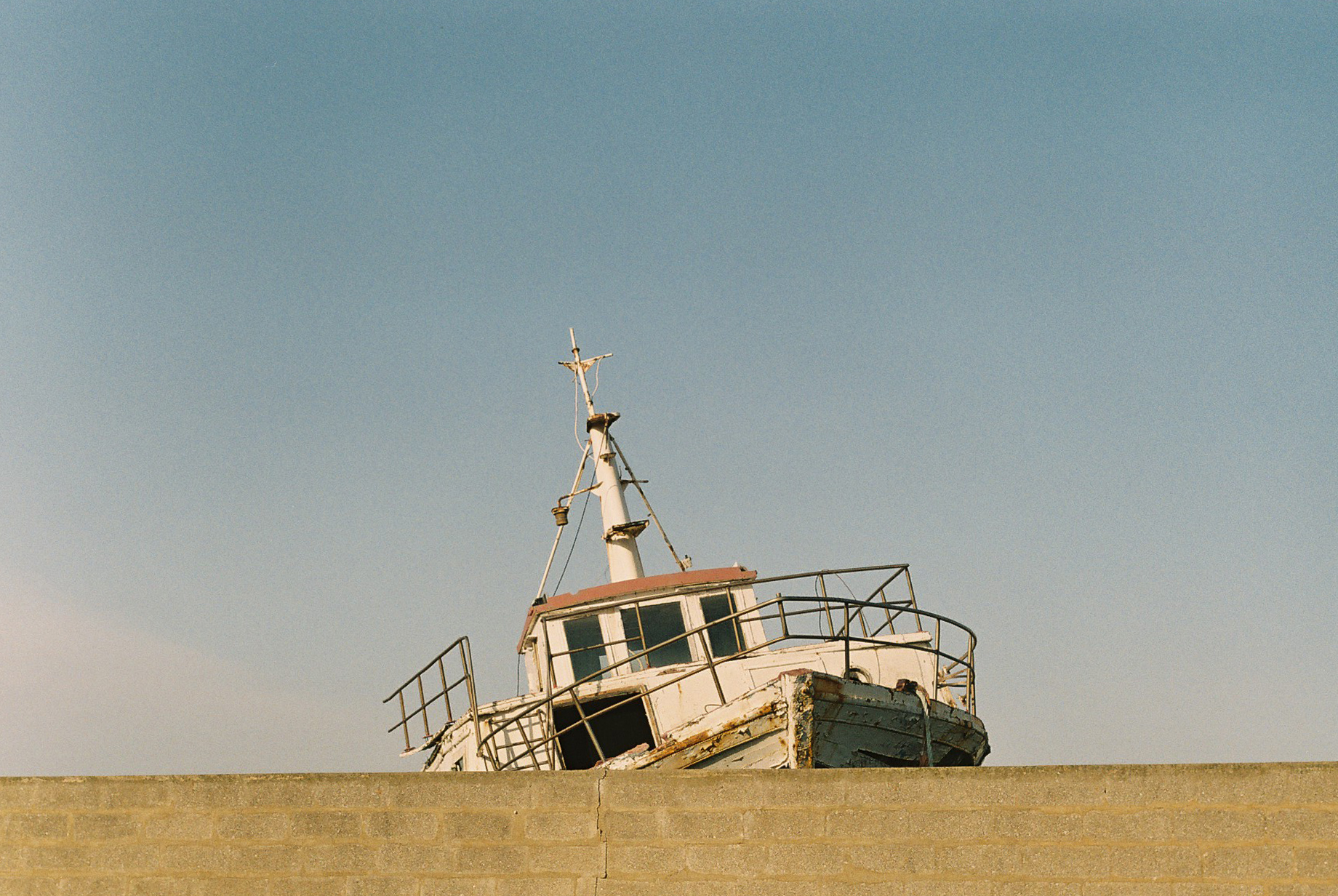 Pensieri sparsi tra Porto Torres e Fiume Santo (Parte II), Questo progetto nasce per raccontare un rapporto personale con luoghi i cui sono cresciuto, tra immutabilità e costante trasformazione.