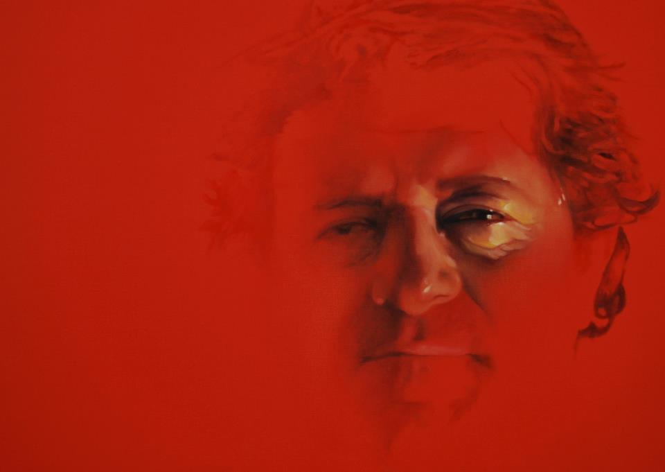 """Ilook - Isee (2011) - Un vero e proprio aforisma sulla condizione dell'uomo oggi. Ilook-Isee è un opera dal titolo quanto mai attuale. Anche la scelta del soggetto che compie l'azione di guardare-vedere rende visivamente il concetto di forza che si attribuisce all'""""Io"""". Il protagonismo a tutti i costi ha annientato la riflessione e l'introspezione rischiando di farci rimanere prigionieri di categorie ideologiche omologate dalle quali è sempre più difficile liberarsi. Allora diventa sostanziale la differenza tra guardare e vedere. Il guardare è un'azione meccanica ed esclude qualsiasi tipo di coinvolgimento. Si è spettatori di un cambiamento attuato da altri. Il vedere appartiene alla mente e al cuore. Ci rende liberi di agire, protagonisti del proprio fare. Così l'""""Io"""" fluttua in un fondo rosso liquido e pulsante, in cui """"puoi bere le immagini con i tuoi occhi"""". L'occhio diviene, quindi,o il frammento corporeo immerso in un'apneica ricerca nelle profondità umane che dal fondo rimanda al vissuto emotivo o, se riemerso, ossigeno, respiro, rinascita."""